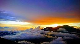 Pemandangan senja yang mendung di atas Singgalang, menunggu hujan (dokpri)