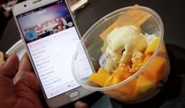 Ketan Mangga bayar pakai Sakuku beli di acara Jakarta Street Food Festival, La Piazza Kelapa Gading Jakarta. (Foto Ganendra)