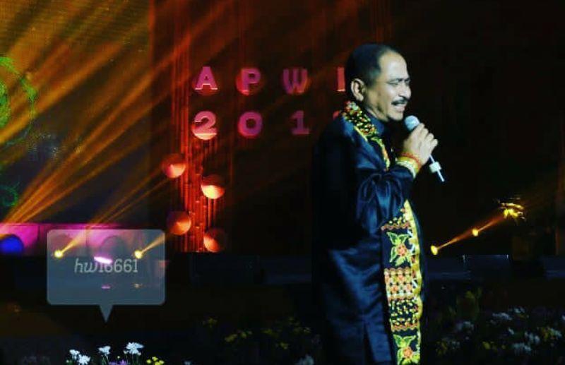 Menpar Arief Yahya sedang menyangi. (Dok. Pribadi)
