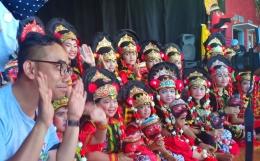 Deskripsi : Ketika menjadi narablog, saya dapat berkesempatan melihat suatu lokasi yang penuh value, salah-satu nya Sanggar Tari Mimi Rasinah yang memberikan kesempatan bagi para anak dan narapidana mengenal budaya bangsa di Indramayu I Sumber Foto : dokpri