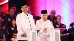 Pasangan Jokowi-Maruf Amin dalam debat pertama Pilpres 2019. (Foto: kompas.com)