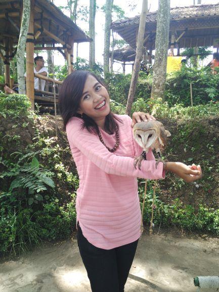 Kalau ada komunitas satwa yang didatangkan di Kediri Eco Park, jangan lupa sempatkan untuk mengenal hewan yang dibawa ya. Seperi yang saya lakukan kali ini (foto: Luana Yunaneva)