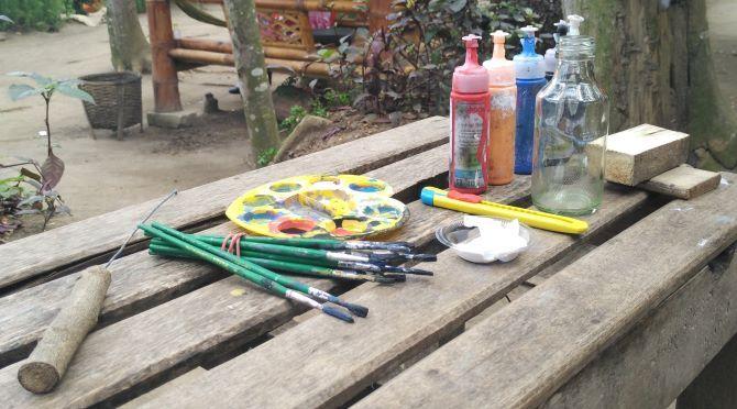 Aneka bahan yang diperlukan untuk membuat miniatur perahu di dalam botol (foto: Luana Yunaneva)