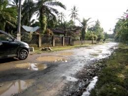 Kondisi jalan di daerah Lopon jalur ke Pasir Ganting. Dokumen pribadi.
