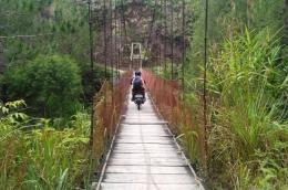 Jembatan Penghubung Parsoburan-Tornagodang (Pribadi)