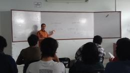 Sebagai seorang pendidik, Agustin Teras Narang mengabdikan ilmunya (dokpri)