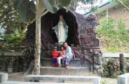 Taman Doa di dekat pintu masuk gereja (Pribadi)