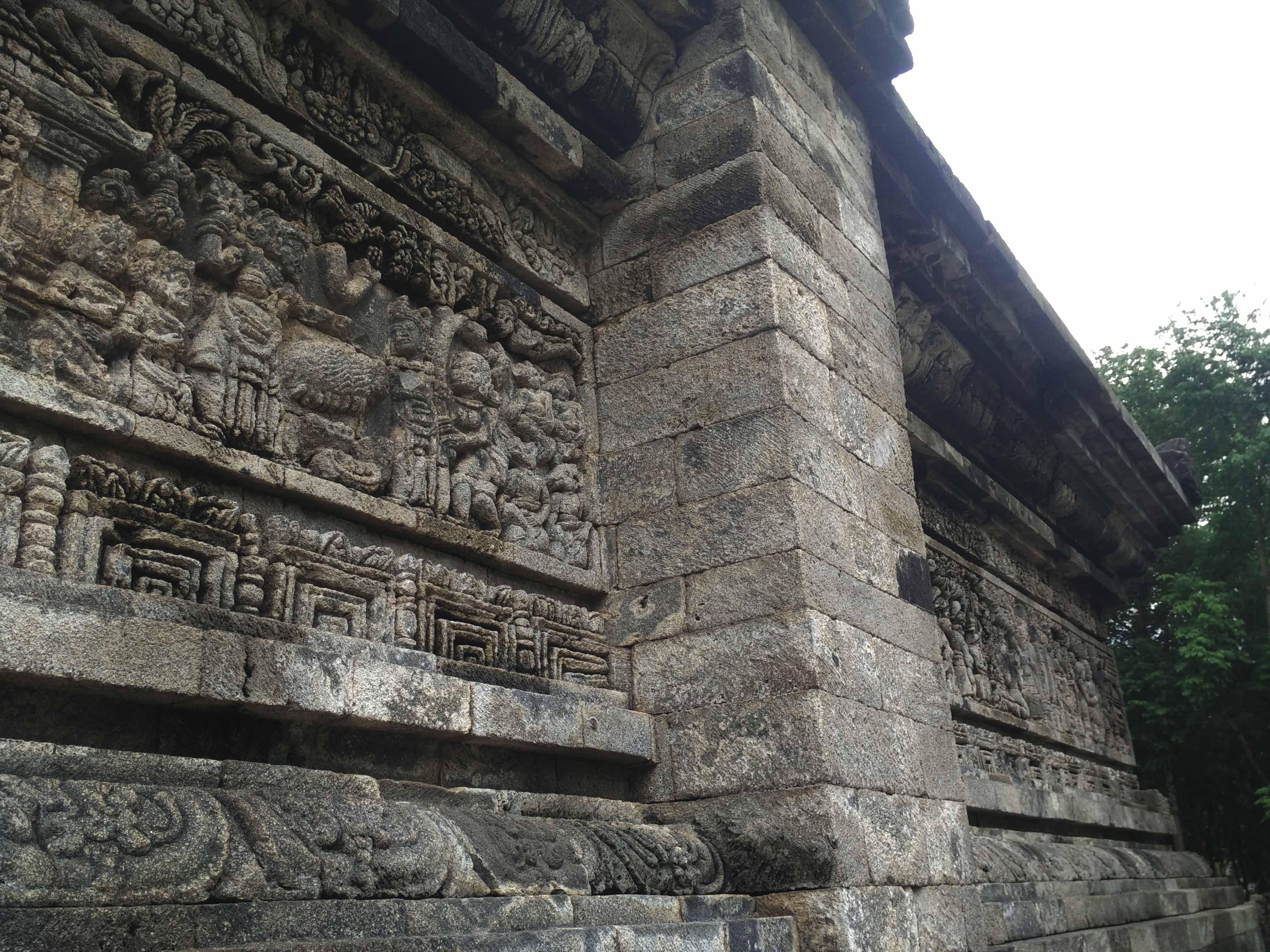 Relief cerita Sudamala yang tertuang pada salah satu sisi Candi Tegowangi (foto: Luana Yunaneva)
