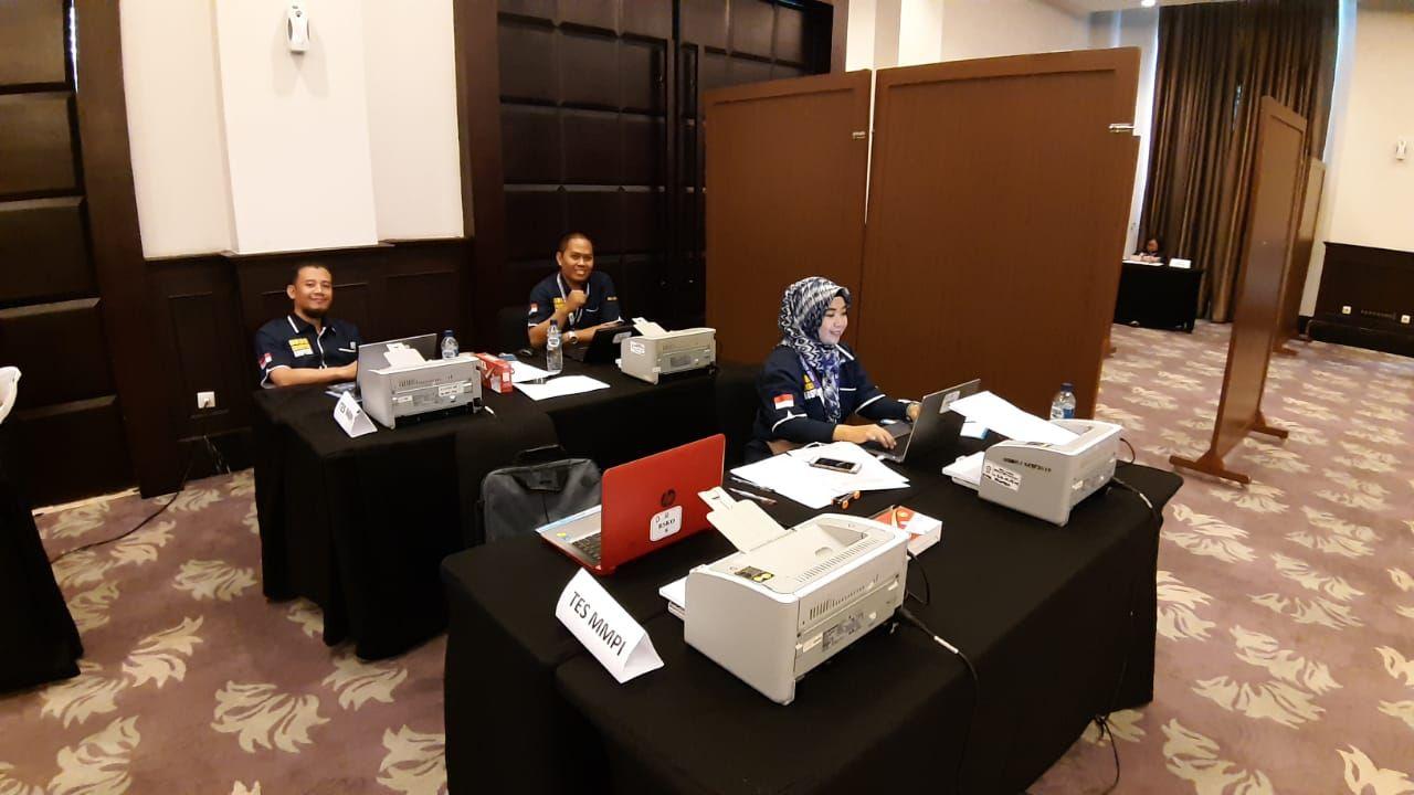 Deskripsi : input data on location supporting tim RSKO Jakarta I Sumber foto : dokpri RSKO