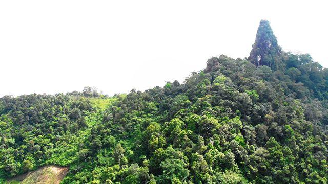 Batu Manumpak terlihat jelas (Foto: Jeff Rekando)