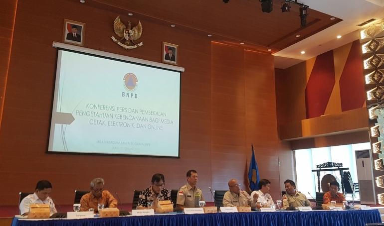 Kepala Badan Nasional Penanggulangan Bencana (BNPB), Doni Mulyado, memberikan pembekalan kebencanaan bersama dengan 6 ahli bencana lainnya pada Kamis, (21/02/2019) di Gedung Graha BNPB. (Foto: Pavel/Kompasiana)