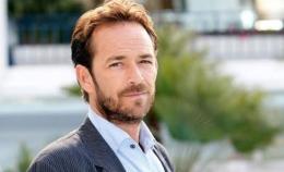 Aktor serial Beverly Hills 90210 Luke Perry meninggal (indopos.co.id)