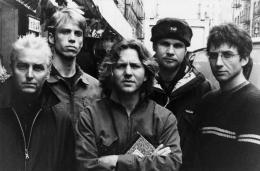 Sumber: Pearl Jam (rocknhall.com)