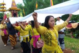 Ritual Melasti di Bali (regional.kompas.com)