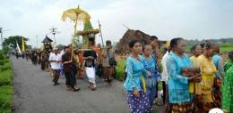 Umat Hindu bersiap upacara (dok.jakartapost)