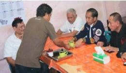 Presiden Jokowi Minum Kopi Parsoburan (Tribunnews)
