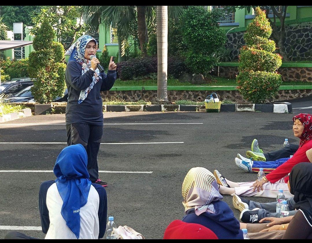 Deskripsi : Direktur Administrasi Umum dan Keuangan, Evi Nursafinah, SE, MPH memberikan informasi bahwa Indonesia bisa terbebas dari TBC di tahun 2030 perlu peran kita bersama I Sumber Foto : RSKO Jakarta