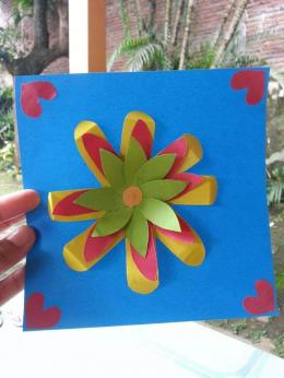 Hasil karya bunga dari guntingan kertas lipat. Photo by Ari