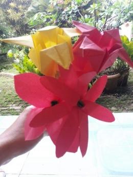 Bunga kertas yang lainnya. Photo by Sri