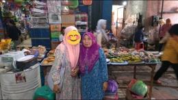 Foto bersama Ibu Nur Mahmudah. Sehat selalu ya, Bu! (Dokpri)