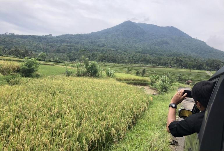 Menuju jalan masuk mendaki Gunung Pulosari di Desa Cilentung, Kec.Mandalawangi, Kab. Pandeglang