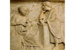 Sebuah bantuan dari sarkofagus AD abad kedua menggambarkan menyusui. / Foto : Louvre(Sumber: historyextra.com)