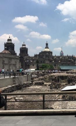Situs peninggalan Aztek di Alun-alun Mexico City. Foto: Evi Siregar