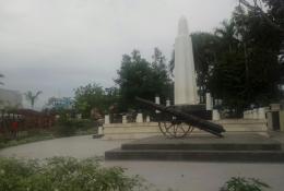 Tugu nol kilometer di taman kota Sungailiat (dokpri)