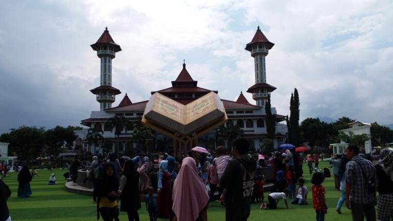 Tugu Al-Quran di Alun-Alun Cianjur
