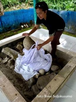 Arca Sanghyang Dengdek di kaki Gunung Pulosari (Dok: Bimo Tedjokusumo)