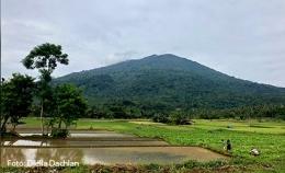 Panorama Gunung Pulosari. Tersohor hingga Kerajaan Majapahit (dokpri)