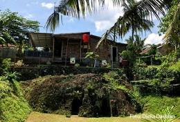 Gua kuno yang dipercaya sebagai tempat semedi Raga Mulya di Banten Girang (Dokpri)