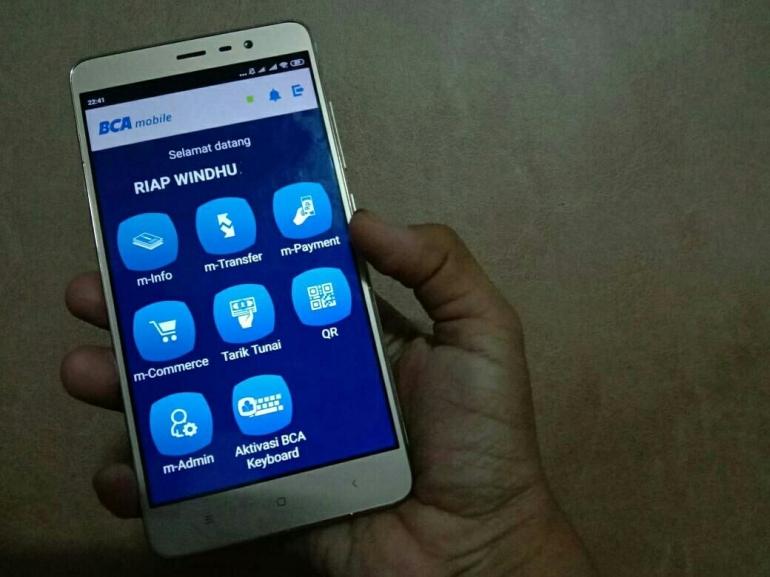 Untuk transfer uang lebaran buat orang tersayang, saat ini pilih yang anti ribet dengan QRku BCA Mobile (dok.windhu)