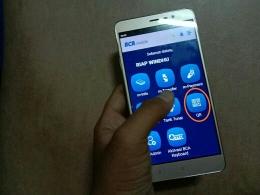 Pilihlah kode QRku di aplikasi BCA Mobile untuk transfer dengan kode QR (dok.windhu)