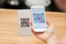 Transfer antar rekening kepada keluarga dapat dilakukan dengan aman dan nyaman melalui fitur QRku (Ilustrasi gambar : https://www.namalonews.com)
