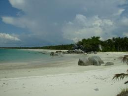 Teluk dan Pantai yang Landai Pantai Siangau. Picture taken by Safri Ishak, Kecamatan Parit Tiga, Bangka Barat, 22-April-2011.