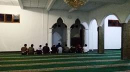 http://cdn2.tstatic.net/tribunnews/foto/bank/images/tarawih-di-masjid-setda-garut_20150619_045012.jpg