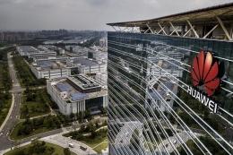 Dengan dalih kemanan nasional, Trump menuding Huawei bisa saja menjadi mata-mata informasi rahasia AS terhadap Tiongkok. sumber : politico.com