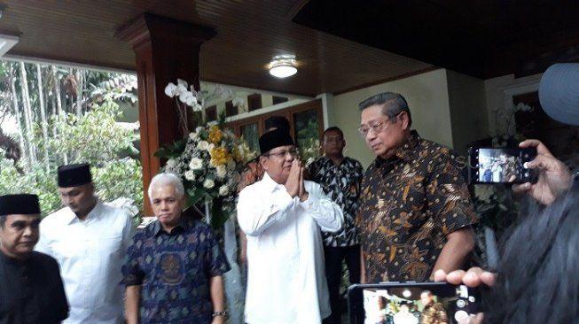 Prabowo Subianto datang ke Cikeas menyampaikan belasungkawa atas wafatnya istri SBY, Ani Yudhoyono (Suara.com/Novian Ardiansyah)