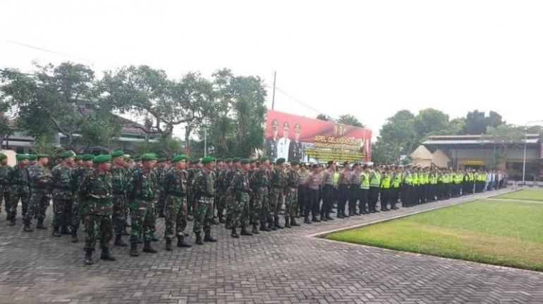 Personel TNI Dari Kodim 0815 Ikuti Apel Gelar Pasukan Pam Malam Takbir & Hari Raya Idul Fitri 1440 H (Pendim 0815 Mjk)