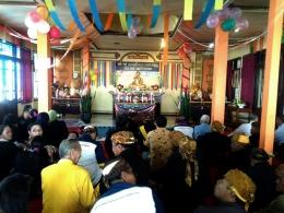 Menjelang puja sesanti di Sanggar Pasembahan Vihara Paramita. Dokpri