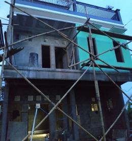 Proses finishing bangunan di lantai 2, lantai 1 dan 3 dikerjakan bertahap (dok. pribadi)
