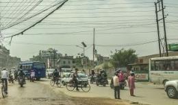 Lalu Lintas Kota Kathmandu Semrawut Tidak Ada Garis Marka, Pembatas Jalur Sepeda, Trotoar, Jalur Bus Dan Kendaraan Pribadi (dok. pribadi)