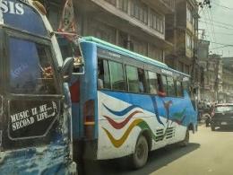 Tidak Ada Halte Resmi Buat Menaikkan/Menurunkan Penumpang Semua Bus Bebas Berhenti Dan Ngetem Dimana Saja (dok. pribadi)