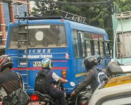 Bus India Merk Eicher Sama Saja Dengan Karoseri Bengkel Las (dok. pribadi)