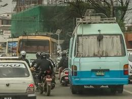Ruwet, Sepeda Motor Dan Bus Berjubel Setiap Hari Di Jalanan Kathmandu (dok. pribadi)