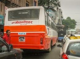 Bus Merk Tata Dari India Jauh Bedanya Dengan Buatan Karoseri Di Indonesia (dok. pribadi)