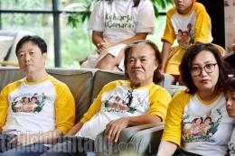 Nonton Film Keluarga Cemara Bersama Anak dan Cucu, Arswendo Atmowiloto Menangis   tabloidbintang.com