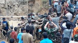 Proses Evakuasi Korban Longsor (KoranBanjar.net)
