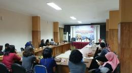 Isjet memaparkan perihal strategi blogger membranding dirinya. Foto: Dewi Puspa